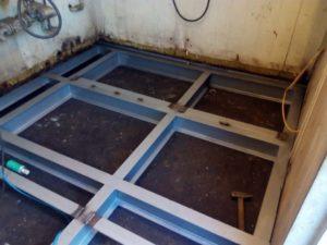 stalowa konstrukcja podłogi